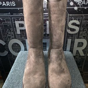 Size 9 Ugg boot Etta style brown